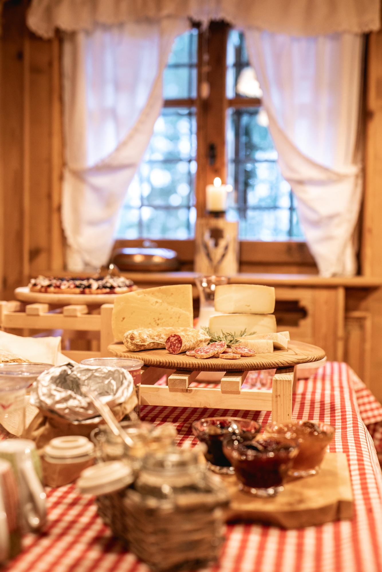 gesundes_frühstücksbüffet_chalet_alpenrose