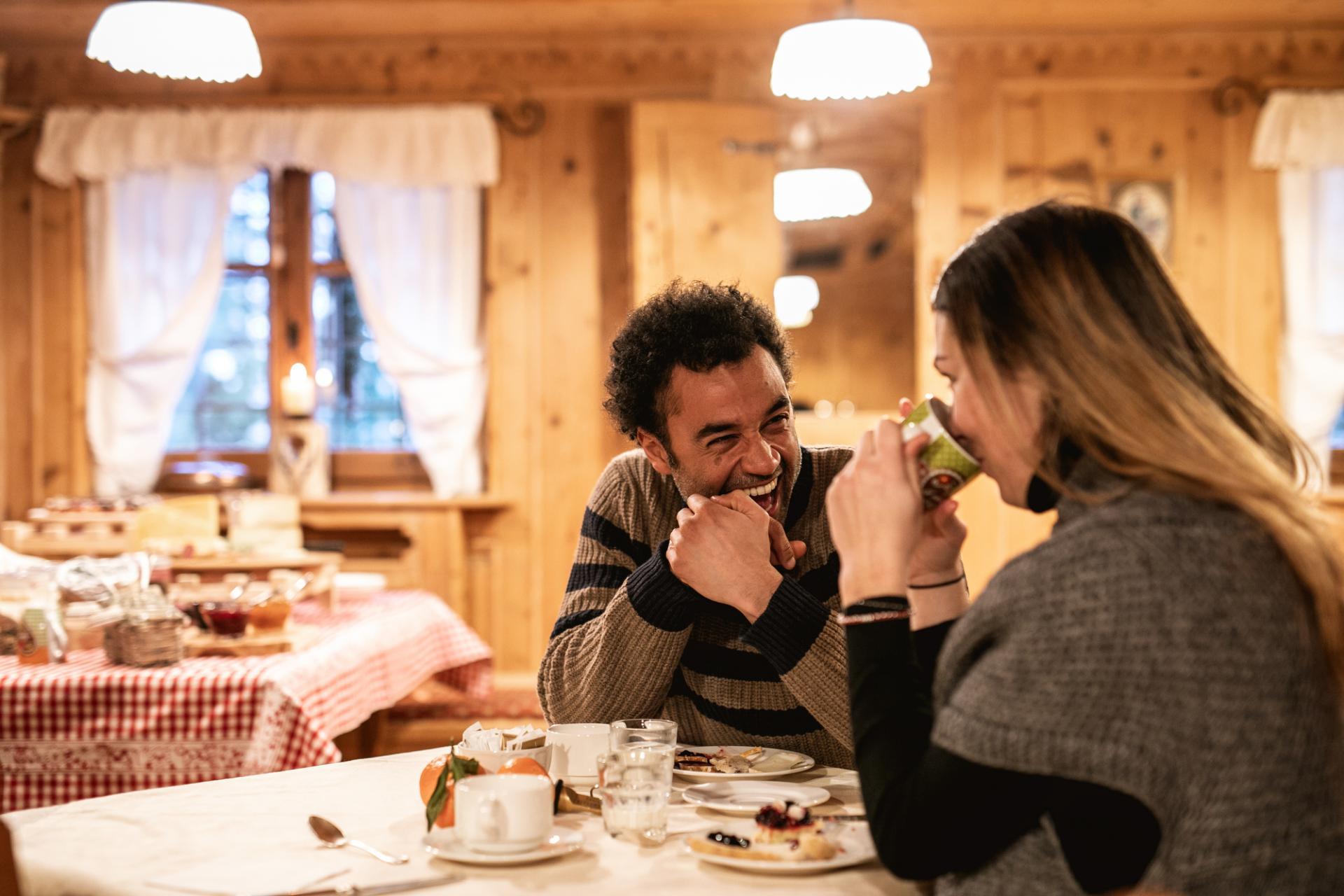 gemütliches_frühstücksbüffet_chalet_alpenrose_trentino